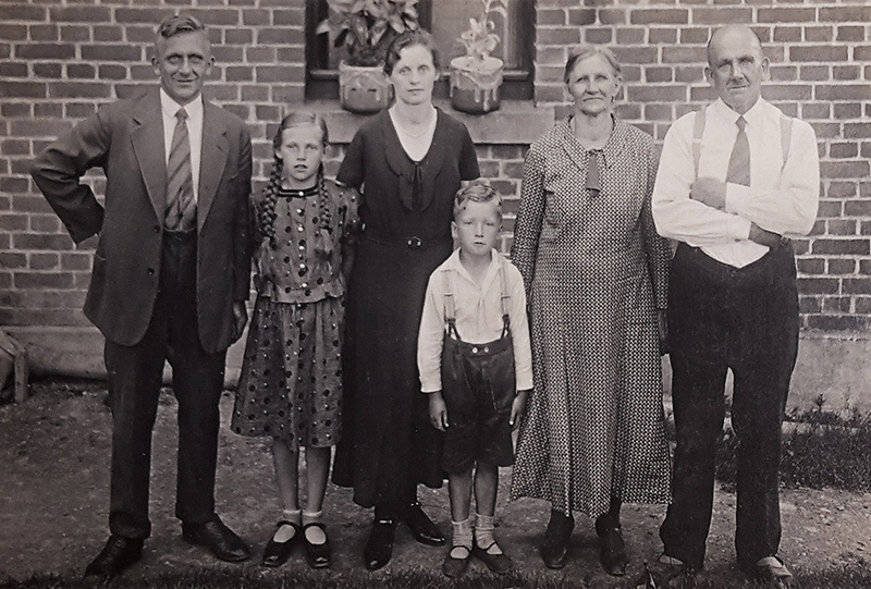 Founder of the family-run business Richard Uebel (right) with Kurt (left), Werner (centre) and family | BOW MAKING BY UEBEL